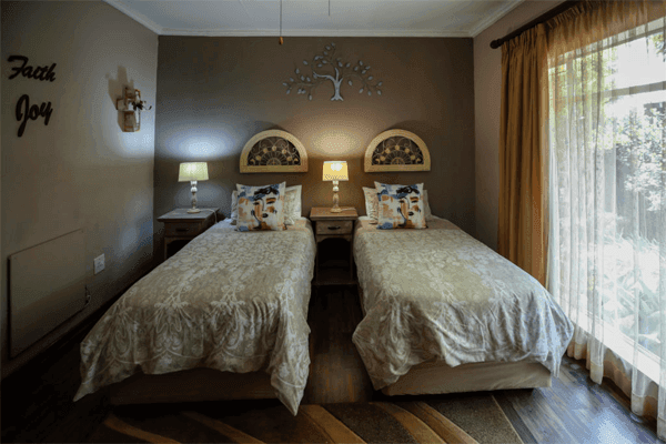 L'anda Guesthouse, Self Catering & Bed & Breakfast
