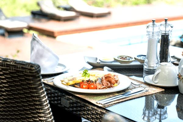 Breakfast at Mavela Game Lodge