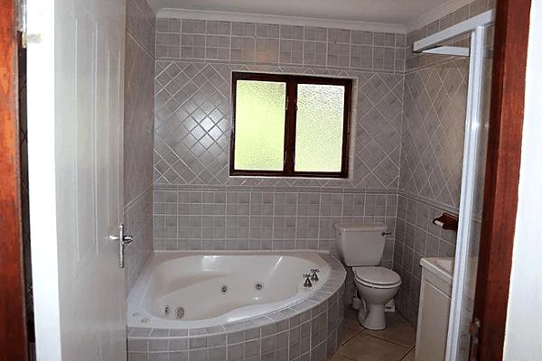 Lower Letsatsi Bathroom