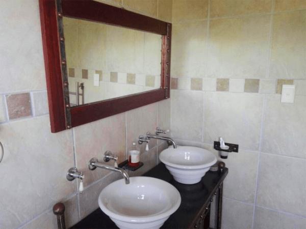 Bathroom at Kobus se Gat Swartberg Experience