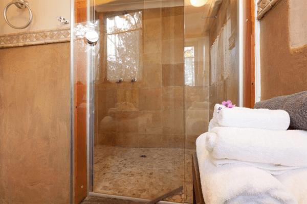 Pleasant Places Guesthouse Bathroom